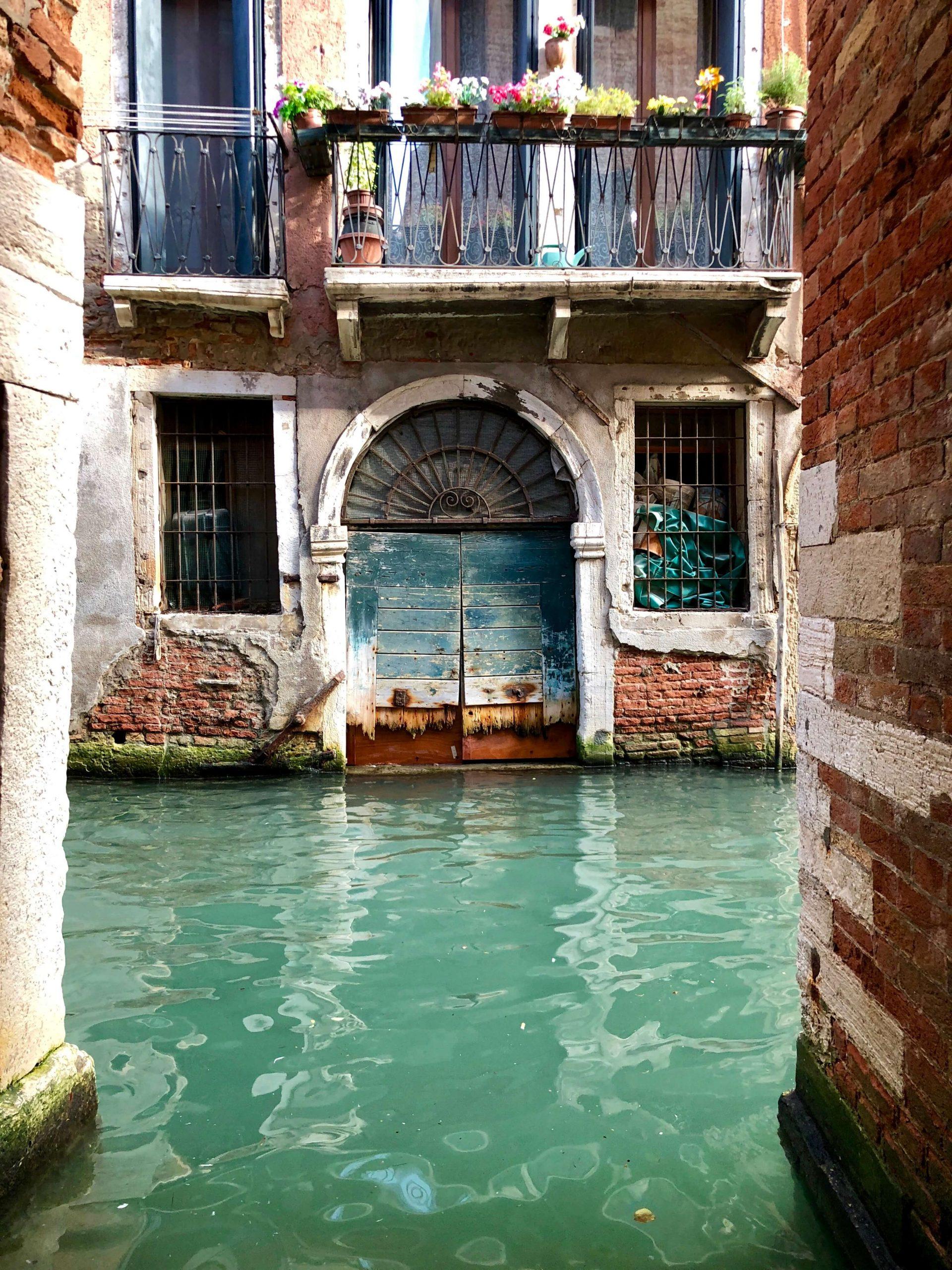 A Venetian garage